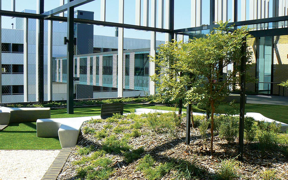 In the two rooftop gardens of Fiona Stanley Hospital, X-TEND mesh panels provide discreet fall protection barriers, which double as green facades