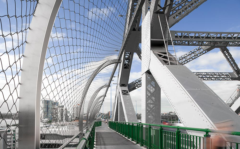 The historic Story Bridge in the heart of Brisbane recently got an unobtrusive security overhaul with the addition of a 3 meter high safety barrier made possible with flexible X-TEND Mesh.