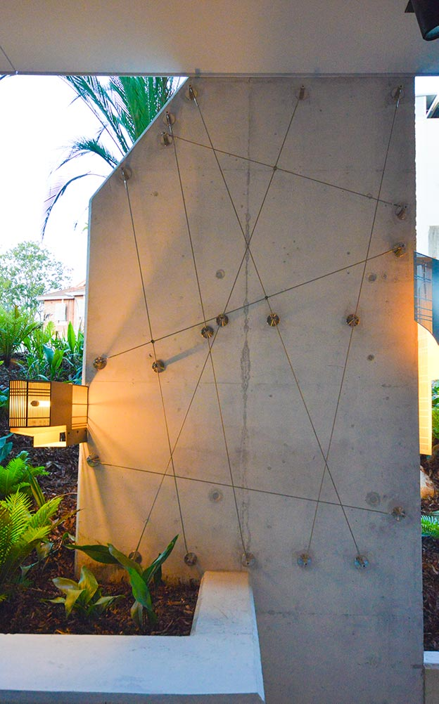 Ronstan AGS1V wire trellises were arranged in irregular diagonal patterns to create a striking visual impact initially, and then soften the structure as the plant growth expands over time