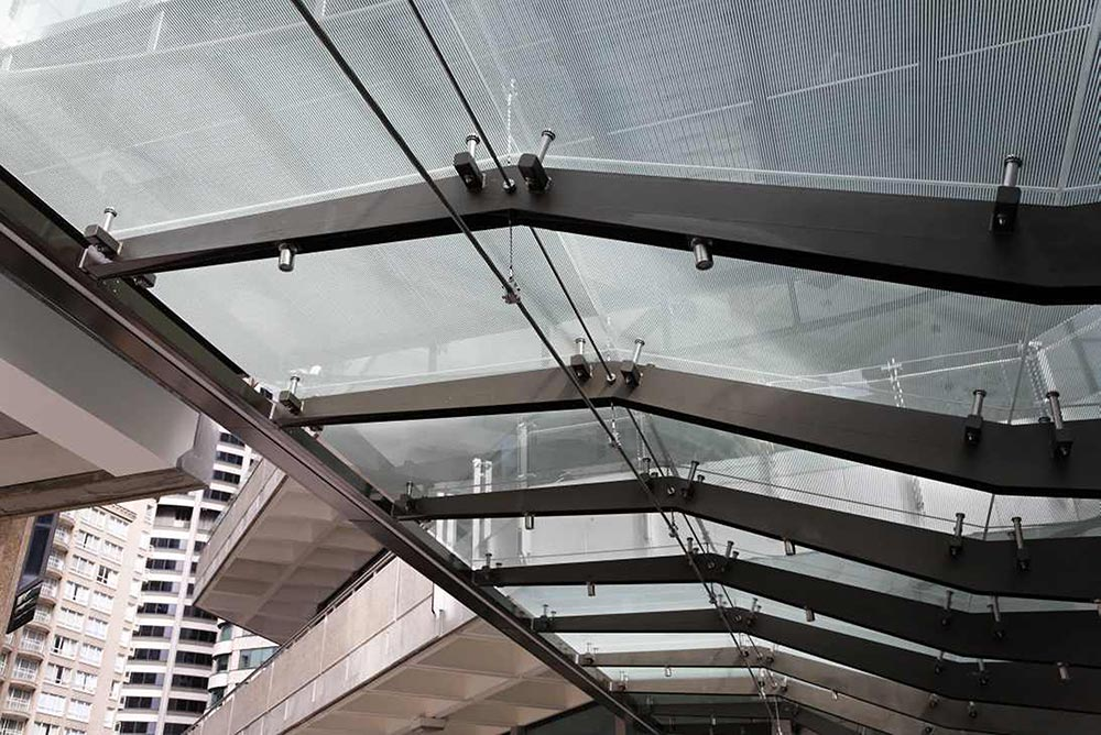 Ronstan ACS2 structural cable system suspend glass awning at 259 George St, Sydney