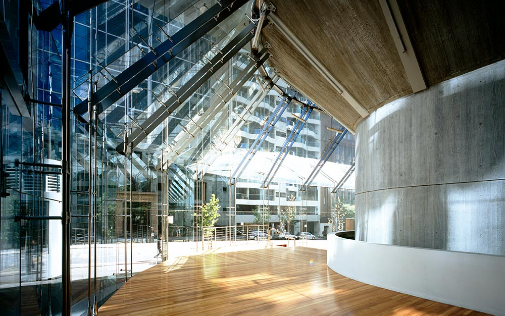 The Ronstan Tensile Architecture scope involved close liaison with installer, AGP, assisting in the development of a structural solution for the support of the glass facade with stainless steel tensile rods.