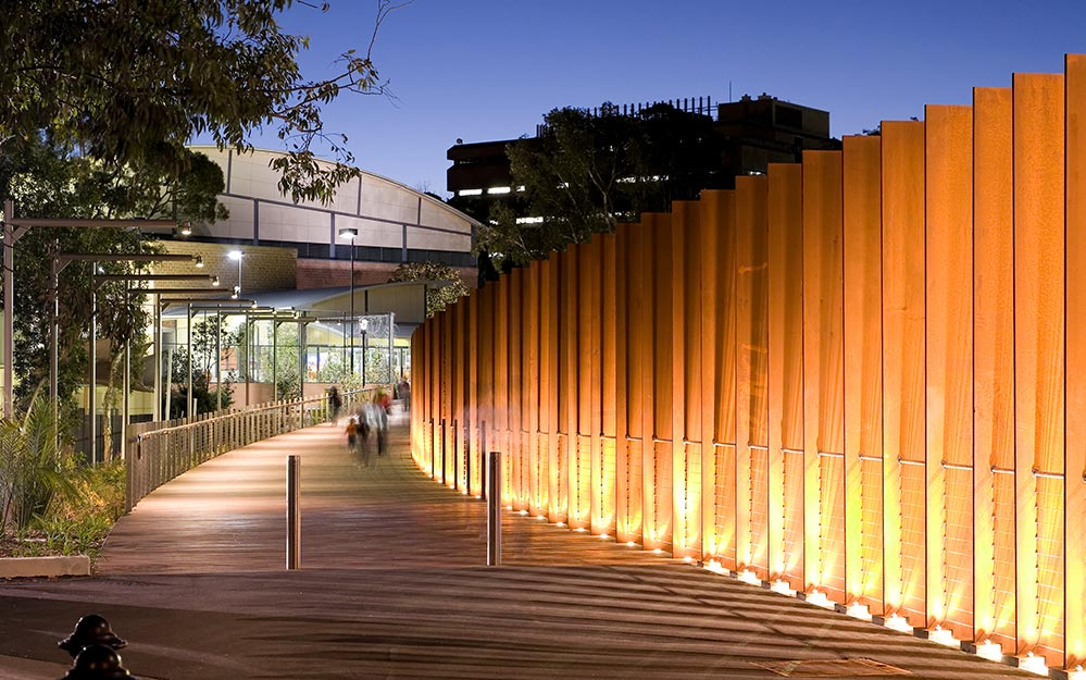 Working closely with architects TCL, Ronstan Tensile Architecture recommended the ABS3 anti-theft balustrade system for the Sydney University Balustrade. The theft and tamper resistant features of ABS3, along with its 20m+ (65ft) span capability, made it the ideal choice.