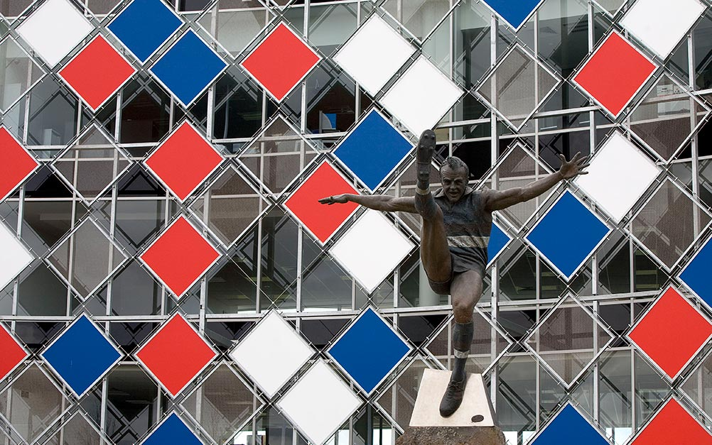 A series of floating panels display the team colours of the grounds home AFL team, the Western Bulldogs. The façade feature runs from the first floor to the roof acting as a gateway for supporters.