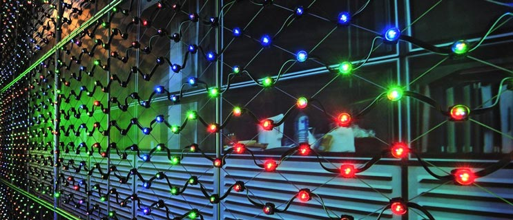 X-LED illumination system on X-TEND stainless steel tensile mesh